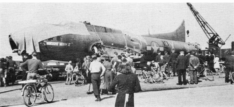 Der Rumpf der B-17 auf dem Transport von Altenrhein nach Dübendorf. (243_2)