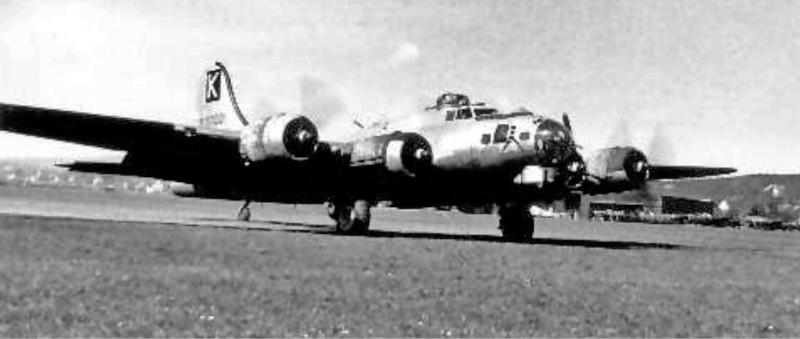 Thurnbury's B-17 mit einem stillgelegten Motor in Dübendorf. (246_2)