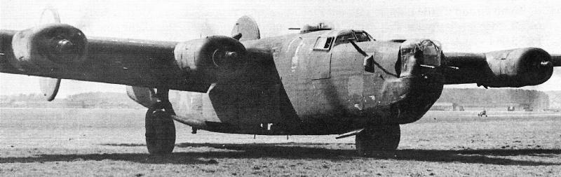 Ölverlust am Triebwerk Nummer 2 zwang 2nd Lt Robert J. Dooley zur Landung in Dübendorf. (140_2)