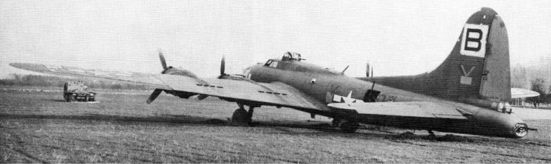 Mit einem Lastwagen musste die B-17 aus dem weichen Boden von Altenrhein gezogen werden. (250_2)