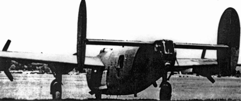 Die B-24 von 1st Lt Scherzer im neutralen Anstrich für den Schweizer Militärfilm. (143_3)