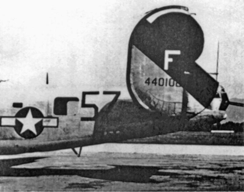 1st Lt Daly landete seine B-24 sicher in Genf. Beide Seitenschützen verliessen die Maschine vor der Landung mit dem Fallschirm. (150_1)