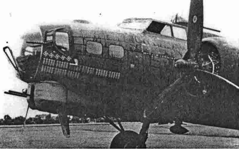 Schweizer Jäger und Flab beschossen den landenden Veteranen. (272_3)