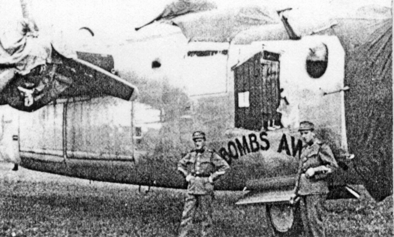 Die Bugbemalung stammte von Sgt J. P. Johansen. Hopkins landete die Maschine mit zwei defekten Motoren. (160_1)