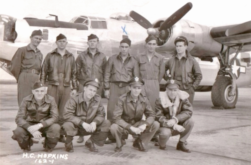 Hinten von Links: Leo Yashkas - Radio Operator, Will Gredicek - Ball Turret, Dewey Belk - Engineer, Edward Garcia - Waist Gunner, Mick Lauro - Tail Gunner, Pat Kavanaugh (flog nicht in die Schweiz), Vorne von Links: Kent Kane - Bombardier. Arthur Willis - Navigator, Charles Hamilton - Co-Pilot, Herbert Hopkins - Pilot (160_3)