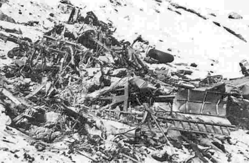 Gerald L. Kerr, Arthur H. Lindskoog, Edward A. Schilling, Melvin L. Levine überlebten den Absturz nicht. Leon Finneran überlebte und wurde in der Schweiz interniert. Die übrigen Besatzungsmitglieder gerieten in deutsche Gefangenschaft. (275_2)