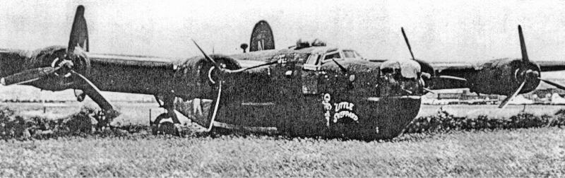 Deutlich sind die drei Propeller in Segelstellung zu sehen. Nur knapp überrollte die Maschine die Piste, wobei das Bugrad einbrach. (173_1)