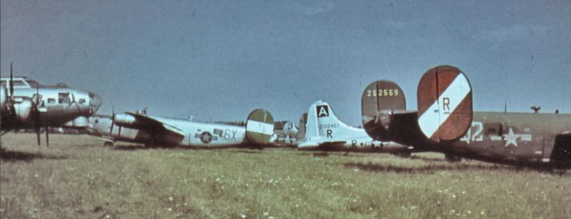 """In der Bildmitte Scott's Maschine (42-95218) und im Vordergrund rechts die """"Gloria"""" (42-102457). (174_2)"""