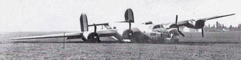 Roger L. Kraft landete seine Maschine in Altenrhein. Weil das Fahrwerk klemmte, musste Kraft die Maschine auf dem Bauch landen. (182_3)