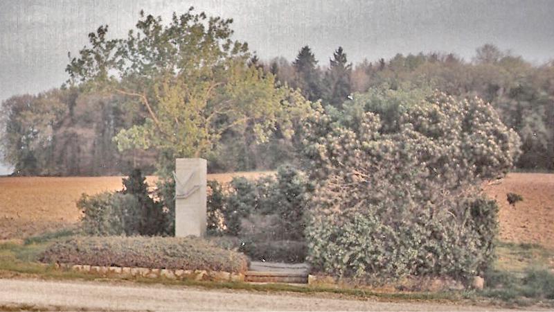 Am 5. September 1965 errichtete die Gemeinde Würenlingen den ums Leben gekommenen amerikanischen Fliegern am Ort des Absturzes einen Gedenkstein. (188_2)