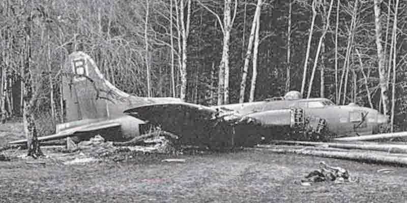Die Crew von Karel Havlik war bereits ausgestiegen, als die Maschine sich selber auf dem Bauch landete. (299_2)