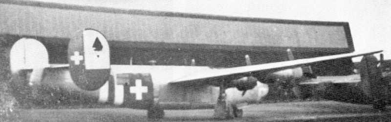 Das gleiche Flugzeug nach dem Überführungsflug in Dübendorf. Kurz vor der Landung hatte eine in Effretikon stationierte Flab-Einheit den Bomber aufs Korn genommen, wobei Einschläge knapp hinter dem Pilotensitz registriert wurden. (190_1)