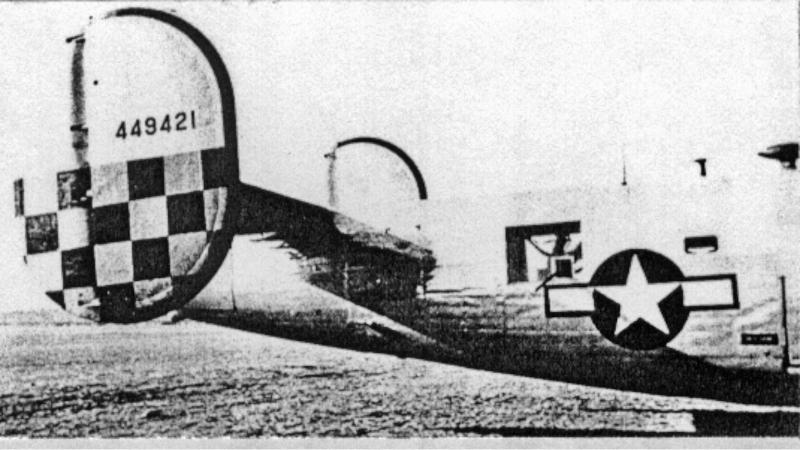 Das Schachbrettmuster auf dem Seitensteuer war das Kennzeichen der 459th Bomb Group. (193_1)