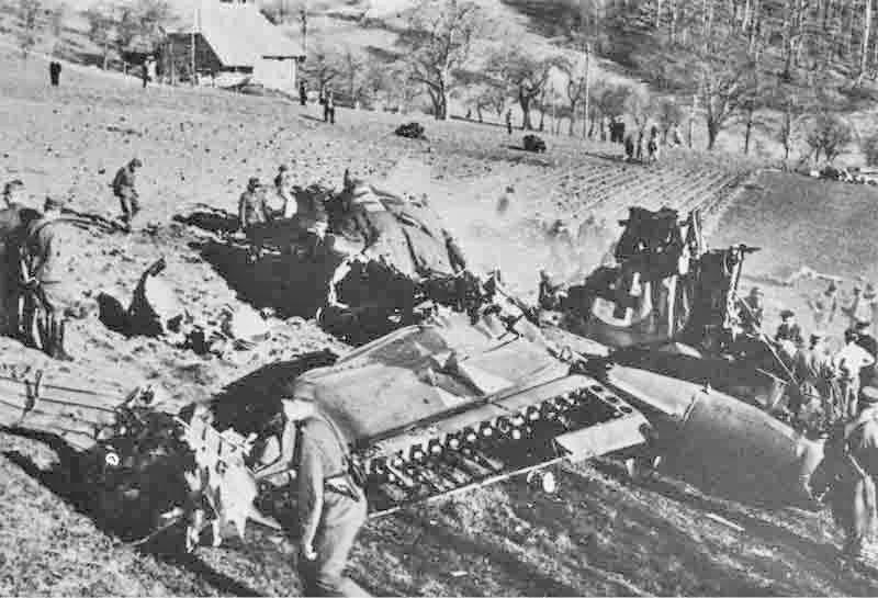 Die Besatzung geriet in deutsche Gefangenschaft, während die    B-17 bis nach Trimbach weiter flog. (305_2)