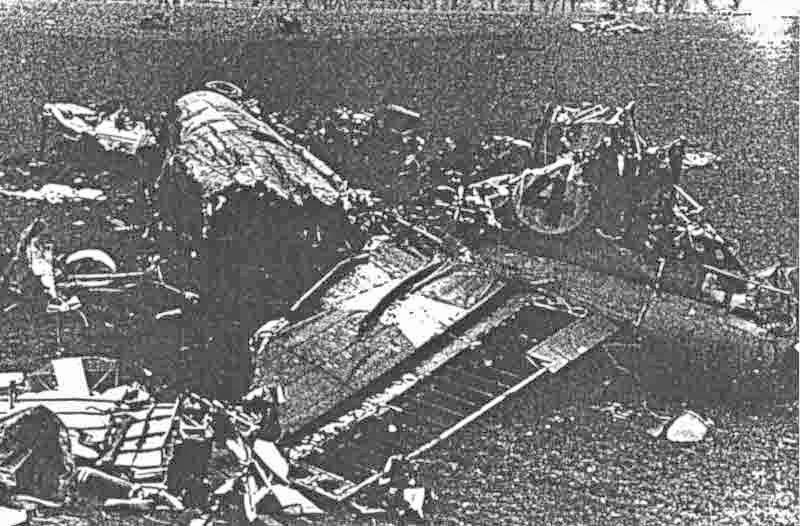 Die führerlose B-17 wurde total zerstört. (306_1)