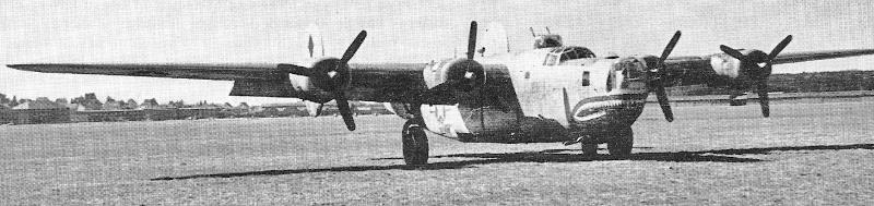 Die B-24J kurz nach der Landung in Dübendorf. Die Bewaffnung wurde später entfernt. (193_3)