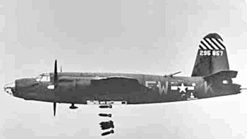 Diese Marauder gehörte zur gleichen Bombergruppe. Sie hat das gleiche gelb-schwarze Muster am Seitenleitwerk wie die in der Schweiz abgestürzte Maschine. (410_2)