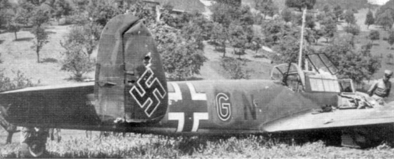 Der Einschuss oberhalb des Hakenkreuzes ist gut sichtbar. Am 12. September 1940 wurde die Bf-110 an Deutschland zurückgegeben. (21_2)