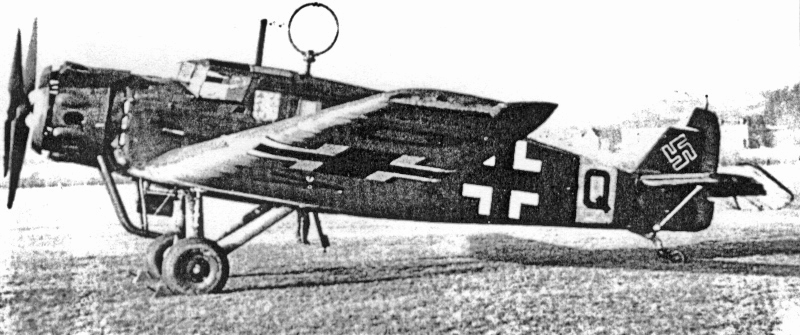 Über dem Rumpf dieser Junkers W34 hau fällt besonders der drehbare Peilrahmen auf, damals eines der wichtigsten Navigationshilfsmittel. (43_1)