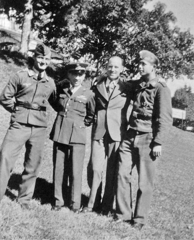Martin Villing (links), Alfredo Porta, ein Schweizer Betreuer und Heinz Scharf im Neuenburger Jura. (49_1)