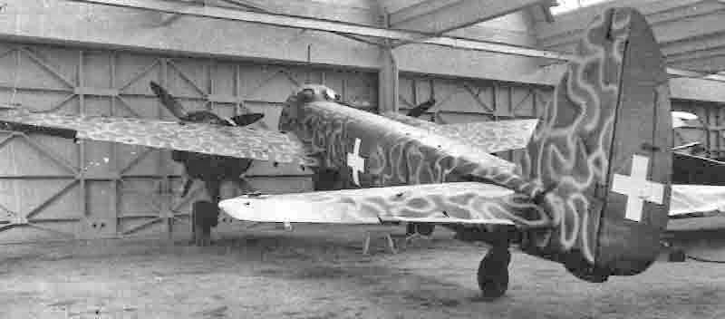 Die Ju 88A-4 am 9. Februar 1944 in einem Hangar in Emmen. (331_1)