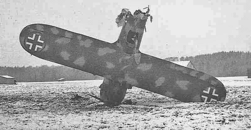 Die am 14. Februar 1944 bei Andelfingen capotierte deutsche C.R.42 MM90823. (324_1)
