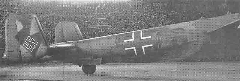 Die deutschen Kennzeichen 3C + IP wurden rasch überstrichen und für die Überführungsflüge wurden Schweizer Kennzeichen aufgemalt. (364_1)