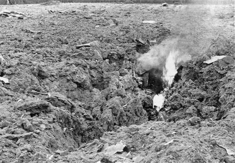 Nur ein Krater und kleinste Teile blieben von der Bf-109 übrig. (53_2)