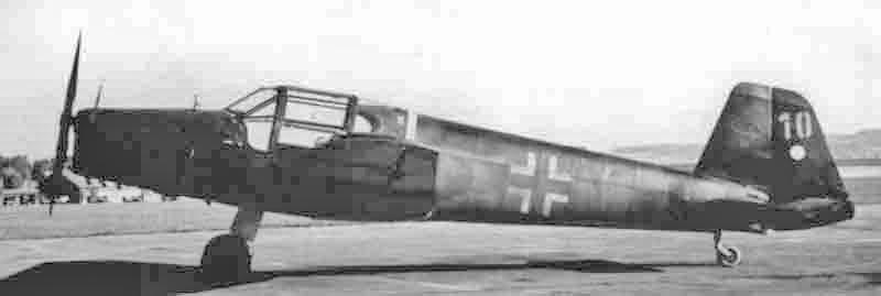 Die Maschine war mit einer Vorrichtung zum Abschuss von Panzerfäusten ausgerüstet. (351_2)
