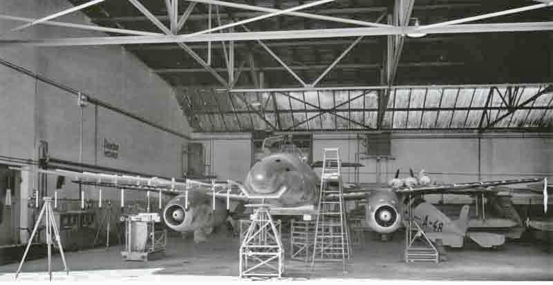 Für die Schweizer Industrie war die Maschine von grösster Bedeutung. So wurde jedes kleinste Detail genauestens untersucht. (428_1)