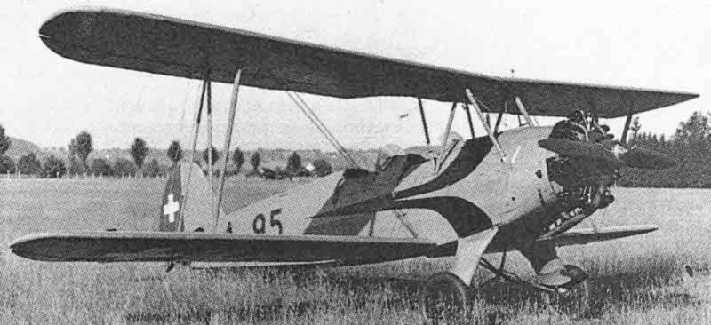 """Nach der Übernahme durch die Fliegertruppen erhielt die Stieglitz den gelben """"Bücker""""-Anstrich. (436_1)"""