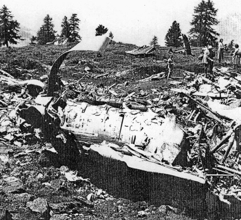 Trümmer der Lancaster unweit von Sion.  (98_1)