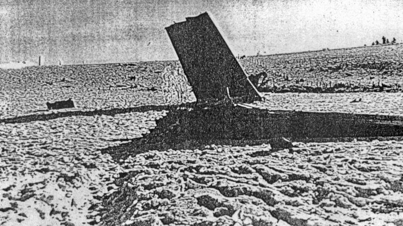 Grössere Stücke der Lancaster blieben im Schnee stecken. (106_1)