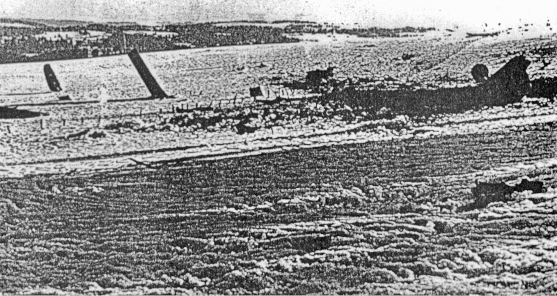 Die Überreste der Maschine waren auf eine grössere Fläche verstreut. (106_2)