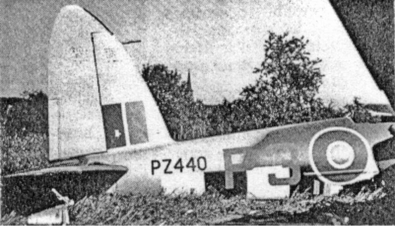 Bei der Bruchlandung der PZ440 in Volketswil blieb nur das Leitwerk intakt. (63_3)