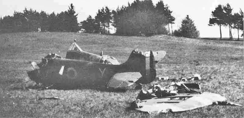 Die französische Spitfire nach der Bruchlandung. (415_1)