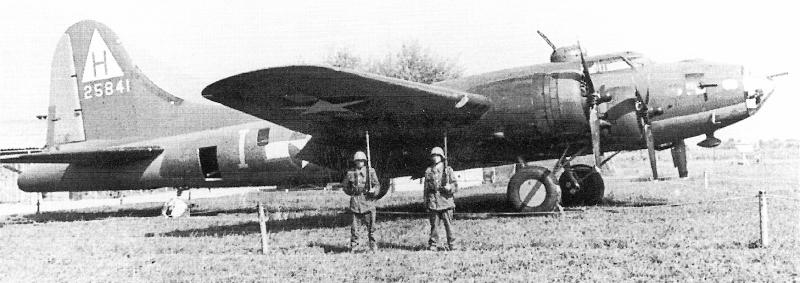 Beim Überflug von Magadino nach Dübendorf wäre diese B-17 durch eine Fehlmanipulation des Copiloten beinahe abgestürzt. (224_1)