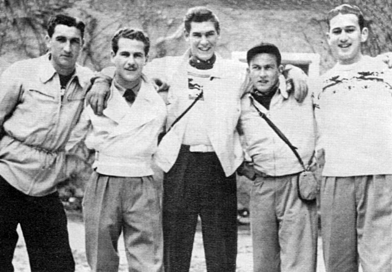 Die überlebenden Crewmitglieder der Rangy Lil in Adelboden. Von links nach rechts: Copilot Marvin Boydstun, Pilot Bill Cantwell, Ing. Bruce Rowen, Navigator W. Breslin und Bombenschütze Morton Marks. (226_1)