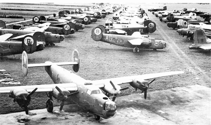 Der Veteran (Bildmitte) nahm schon am 1. August 1943 an der Bombardierung der Ploesti-Ölraffinerien teil. (128_2)