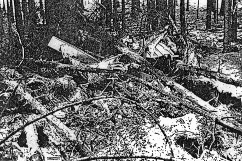 Von der Maschine blieben nur unkenntliche Trümmer übrig. (134_2)