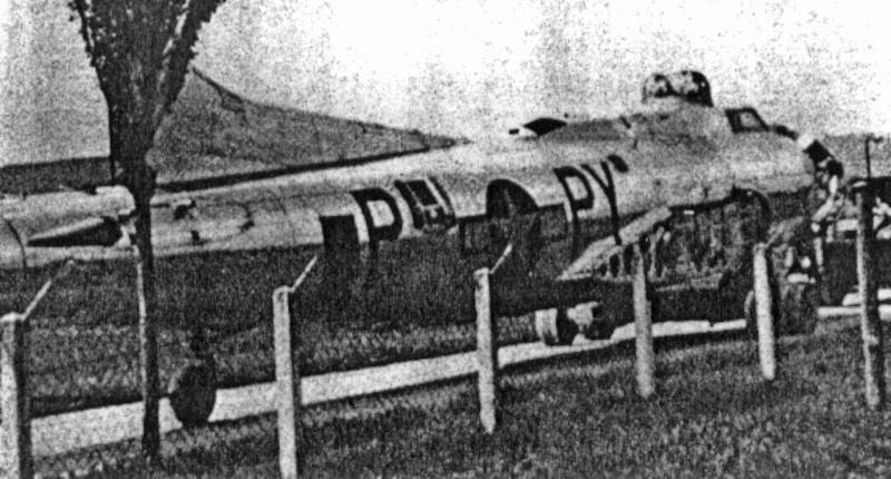 Die B-17 wurde bei der Landung in Altenrhein beschädigt und wurde demontiert. Die Teile des Flugzeuges wurden dann auf der Strasse nach Dübendorf gebracht. (259_4)