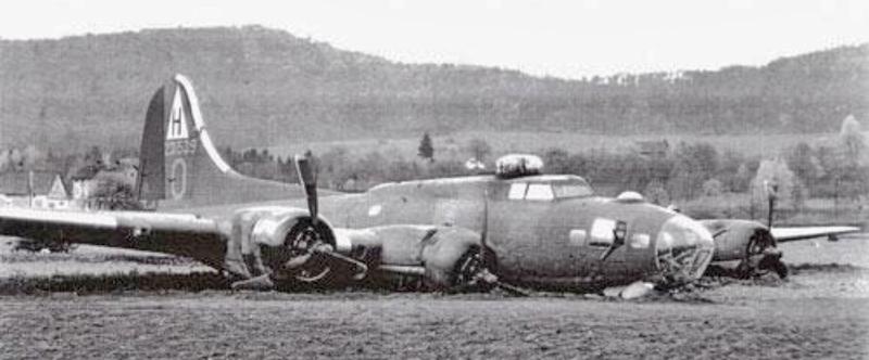 Motor 1 war von seiner Halterung geschossen und Motor 4 hatte keinen Öldruck mehr. (262_1)