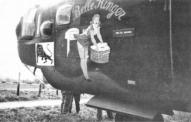 """""""Belle Ringer"""" in Dübendorf. Beim Rückflug am 27. September 1945 wurde der Bomber in der Nähe von Paris bei einer Notlandung vollständig zerstört. Der Löwe im weissen Quadrat war eine Markierung der 763rd Group innerhalb der 460th Bomb Group. (151_3)"""