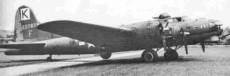 Die B-17 von 2nd Lt Robert Jacobs war eine frühe G-Version. (273_1)