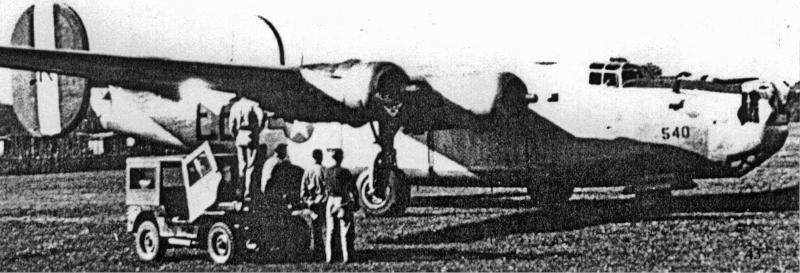 Damit das Flugzeug nach Dübendorf überflogen werden konnte, mussten alle Waffen entfernt werden. Auch die Navigationseinrichtungen mussten ausgebaut werden, damit das Flugzeug leichter wurde. (159_2)