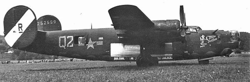 Motor 4 war in Segelstellung und besonders auffällig war das metallfarbene Bombenschachttor hinten. (158_2)