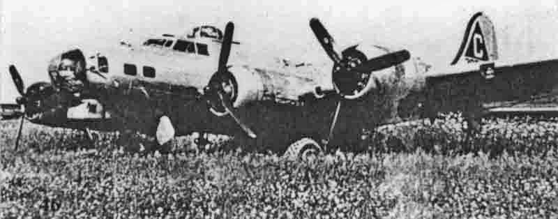 Die Maschine von Paul Long blieb im weichen Boden am Pistenende stehen. (278_2)