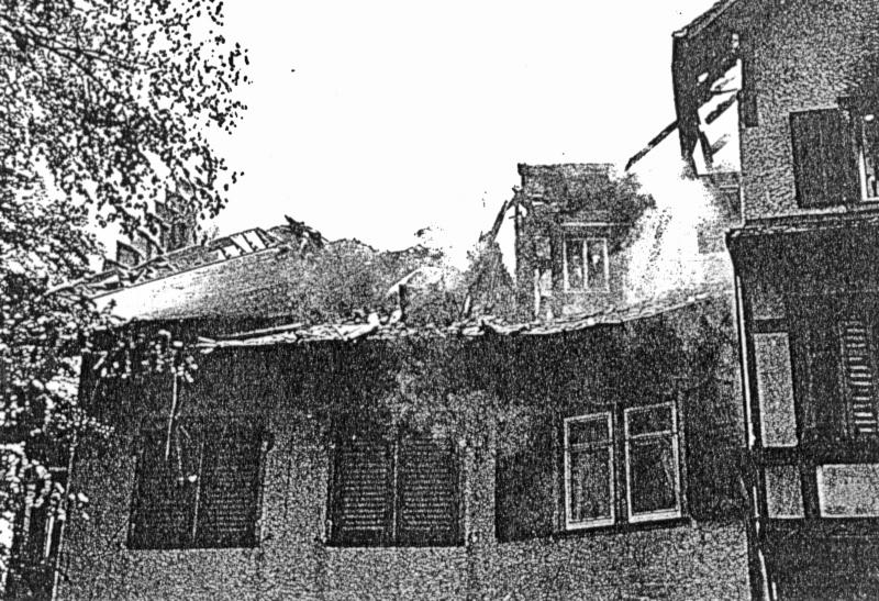 Der zerstörte Dachstock des Schlosses. (163_1)