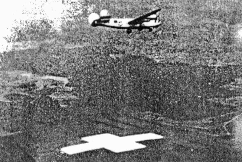 Secors B-24 im Anflug auf Dübendorf über den Flügel einer C-36 aufgenommen. (179_2)