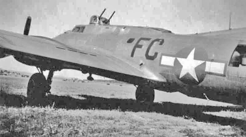 Nicht nur die beiden Aussenmotoren waren ausgefallen, die Maschine hatte auch einige Flak-Treffer zu verzeichnen. (293_1)